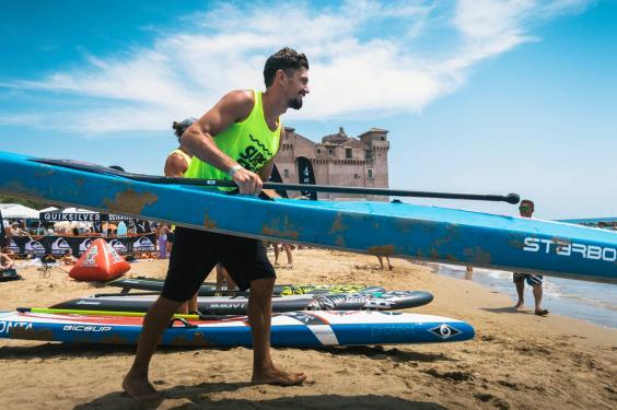 leoanrd_nika_durante_l_ultima_tappa_del_circuito_nazionale_fisw_surfing_w564_h375