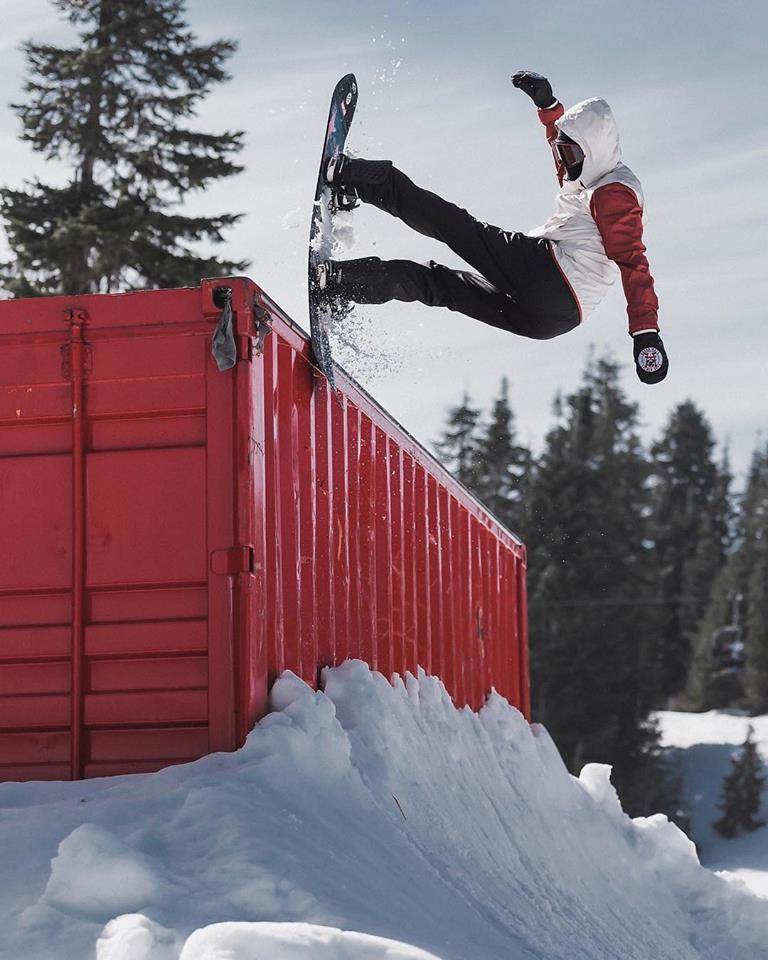 jump snowboarder