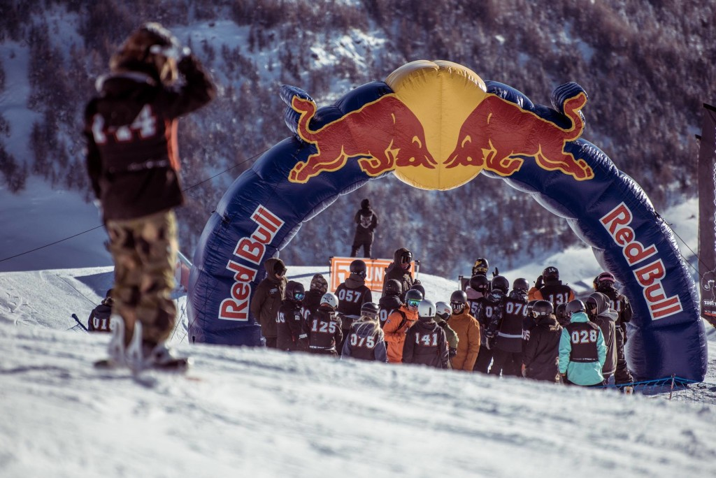 world_rookie_tour_livigno_x_game_nick_pu%cc%88nter_premiazioni_livigno_black_yeti_qualificazioni_snowboard_mottolino_moon_agenc